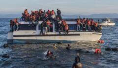 Uchodźcy docierają na Lesbos