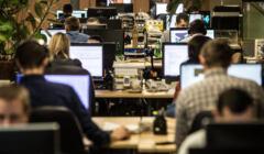 Pracownicy w biurze. Rynek pracy