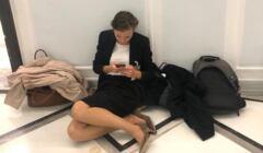 Zuzanna Rudzińska-Bluszcz, kandydatka na Rzecznika Praw Obywatelskich, na korytarzu sejmowym czeka na głosowanie, 17 września 2020