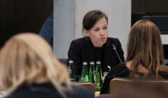 Zuzanna Rudzińska-Bluszcz w Sejmie podczas przesłuchania na komisji Praw Człowieka
