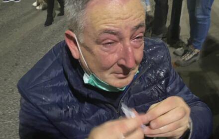 Bartłomiej Sienkiewicz aatakowany gazem podczas protestu