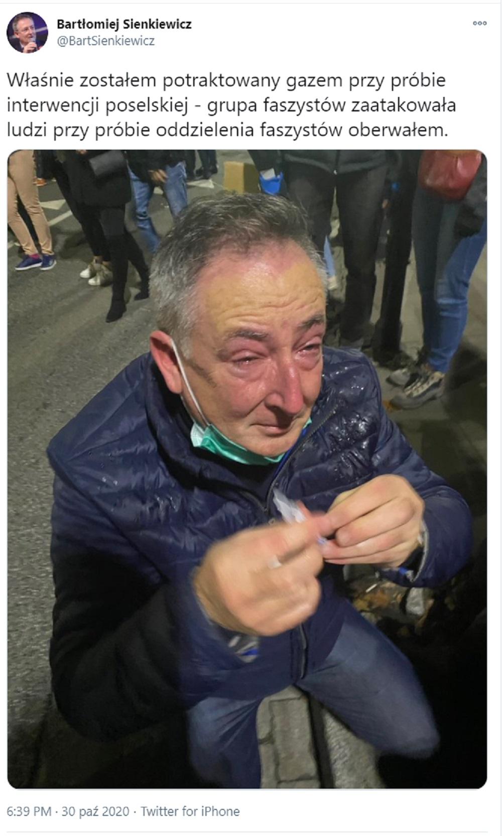 Bartłomiej Sienkiewicz zaatakowany gazem