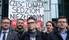Demonstracja wsparcia dla sedziego Igora Tulei pod Sadem Najwyzszym