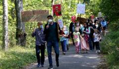 Protest w Warszawie przeciw budowie w Lesie Bemowskim