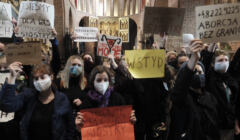 protesty w kościele przeciwko zakazowi aborcji