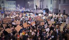 Strajk Kobiet - hasła na kartonach