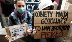 Pikieta Partii Razem i Strajku Kobiet w Warszawie