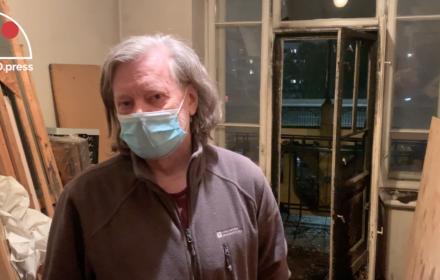 Uczestnik Marszu Niepodległości rzucił racę do pracowni artysty. Anarchiści pomagają naprawić szkody