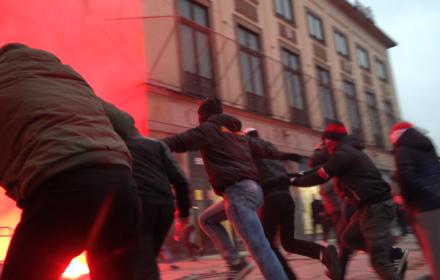 Atak narodowców na policję. Marsz Niepodległości2020