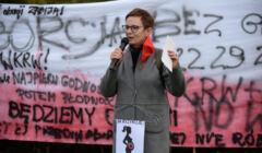 Inga Iwasiów podcas protestu kobiet w Szczecinie