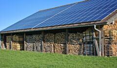 panele fotowoltaiczne na stodole