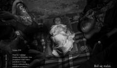 Omar, 3 miesięczne uchodźcze dziecko śpi na placu Victoria Square