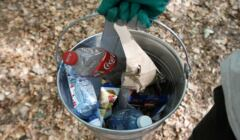 plastikowa bitelka jest lepsza dla środowiska od szklanej?
