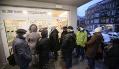 kolejka do rejestracji szczepienia w Szczecinie