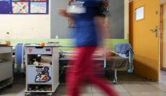10.01.2020 Krakow . Ul. Kopernika . Oddzial Psychiatrii Dzieciecej . Serduszka i naklejki Orkiestry Swiatecznej Pomocy na Oddziale Psychiatrii dDzieciecej w szpitalu Uniwersyteckim .