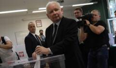 Prezes PiS Jaroslaw Kaczynski glosuje w Warszawie