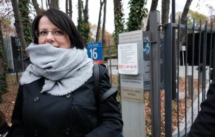 Kaja Godek przed Kancelarią Sejmu