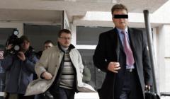 Adwokat Michał K. wychodzący z budynku