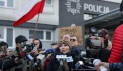 pikieta pod komendą policji po interwencji policji w klubie Face 2 Face