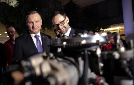 Od lewej: prezydent Andrzej Duda , prezes zarzadu PKN Orlen Daniel Obajtek podczas konferencji prasowej ORLEN Team 2020 .