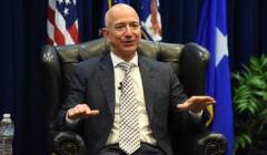 Jeff_Bezos-171025-F-PP655-236_(39479699761)