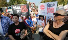 Frankowicze protestują pod Belwederem