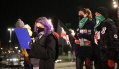 Monika Tichy (Pacyfka) przemawia na demonstracji w Szczecinie 29.01.2020