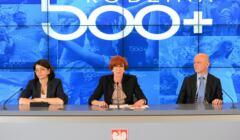 Konferencja prasowa na temat startu programu 500 plus w KPRM w Warszawie