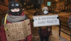 kobiety protestujące przeciwko brutalności policji w Poznaniu