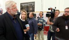 Witold Waszczykowski udziela wywiadu na korytarzu sejmowym