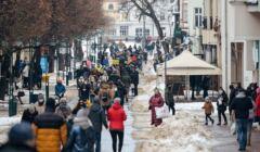 Ulica Monte Cassino w Sopocie, tłum ludzi