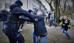 Interwencja policji podczas protestu antyszczepionkowców