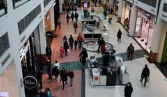 Widok na tłum w galerii handlowej Arkadia w Warszawie
