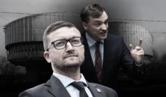 Na pierwszym planie sędzia Paweł Juszczyszyn, na drugim Zbigniew Ziobro, w tle budynek ETPCz