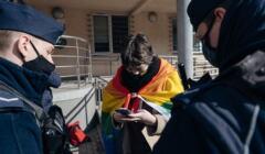 Gdańsk. Policja spisuje uczestnika demonstracji w obronie Homokomanda