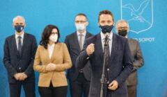 Samorządowcy podczas konferencji ws. KPO