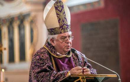 Biskup Jan Tyrawa. Papież Franciszek przyjął jego rezygnację w związku z watykańskim dochodzeniem w sprawie tuszowania przestępstw seksualnych księży w diecezji bydgoskiej.