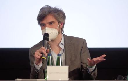 Pisarz Zygmunt Miłoszewski na konferencji o ustawie