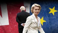 Boris Johnson stojący tyłem i Ursula von der Leyen, na tle flag: brytyjskiej i unijnej