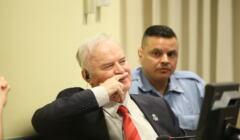 Ratko Mladić na ławie oskarżonych w Hadze