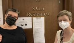 Ewa Borguńska i Elżbieta Podleśna przed salą rozpraw