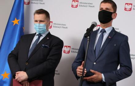 Czarnek i Piontkowski podczas konferencji prasowej