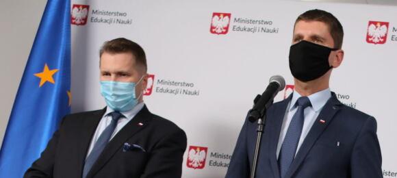 Czarnek iPiontkowski podczas konferencji prasowej