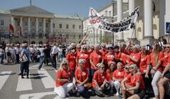Strajk pielęgniarek przed Urzędem Wojewódzkim w Warszawie