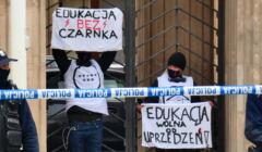 Protest pod Ministerstwem Edukacji Narodowej w Warszawie