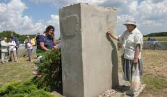 Polacy składają hołd pomordowanym Żydom w Jedwabnem
