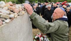 Jedwabne, pomnik mordu Żydów
