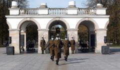 Grób Nieznanego Żołnierza na Placu Piłsudskiego, zmiana warty