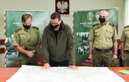 Premier Mateusz Morawiecki na granicy z Białorusią