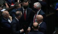PiS przegrywa głosowanie w sprawie odroczenia obrad Sejmu. Gowin i Kukiz głosują z opozycją